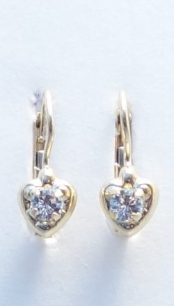 18k heart earrings with white stone
