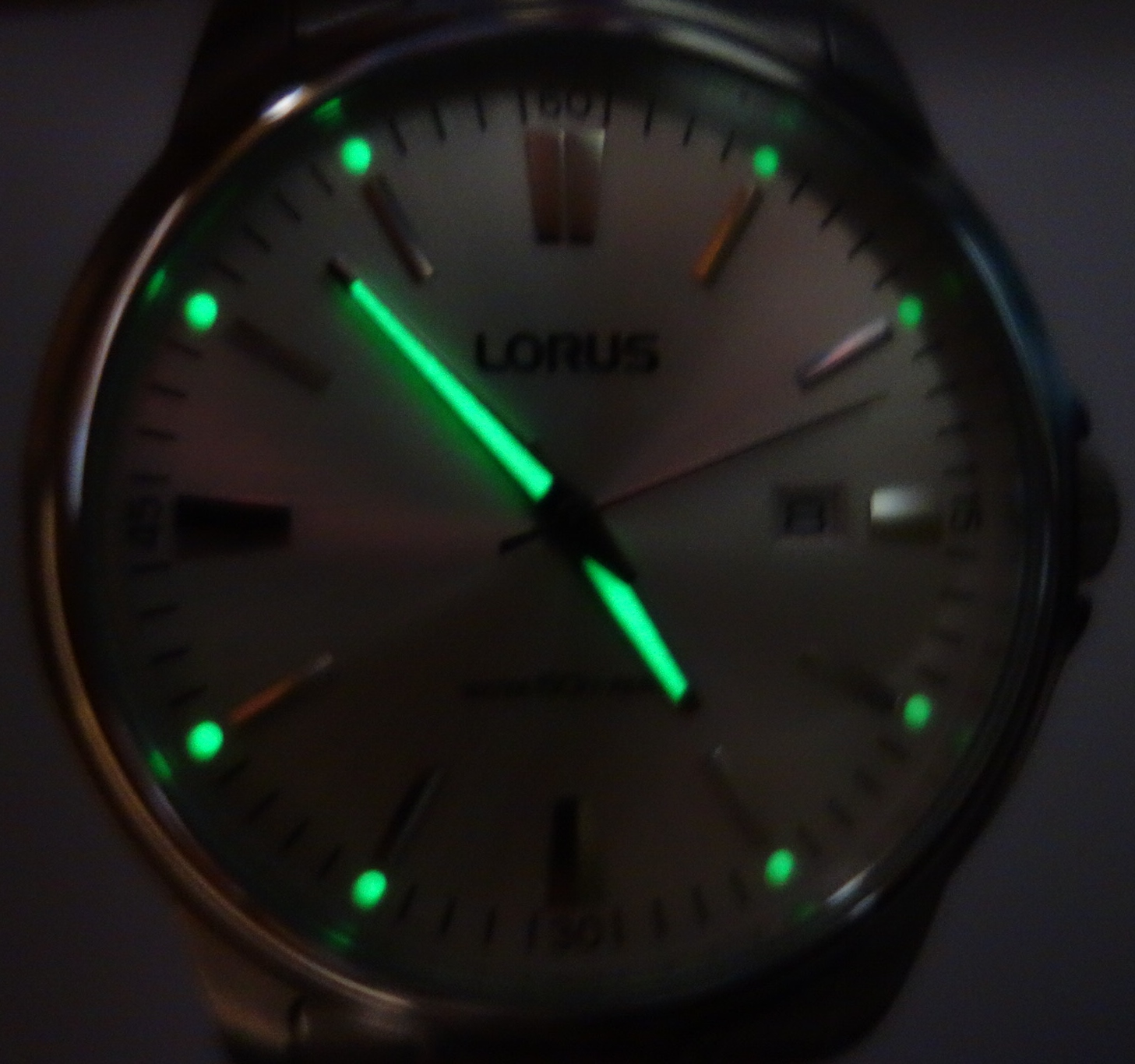 mens lorus large white dial watch glow