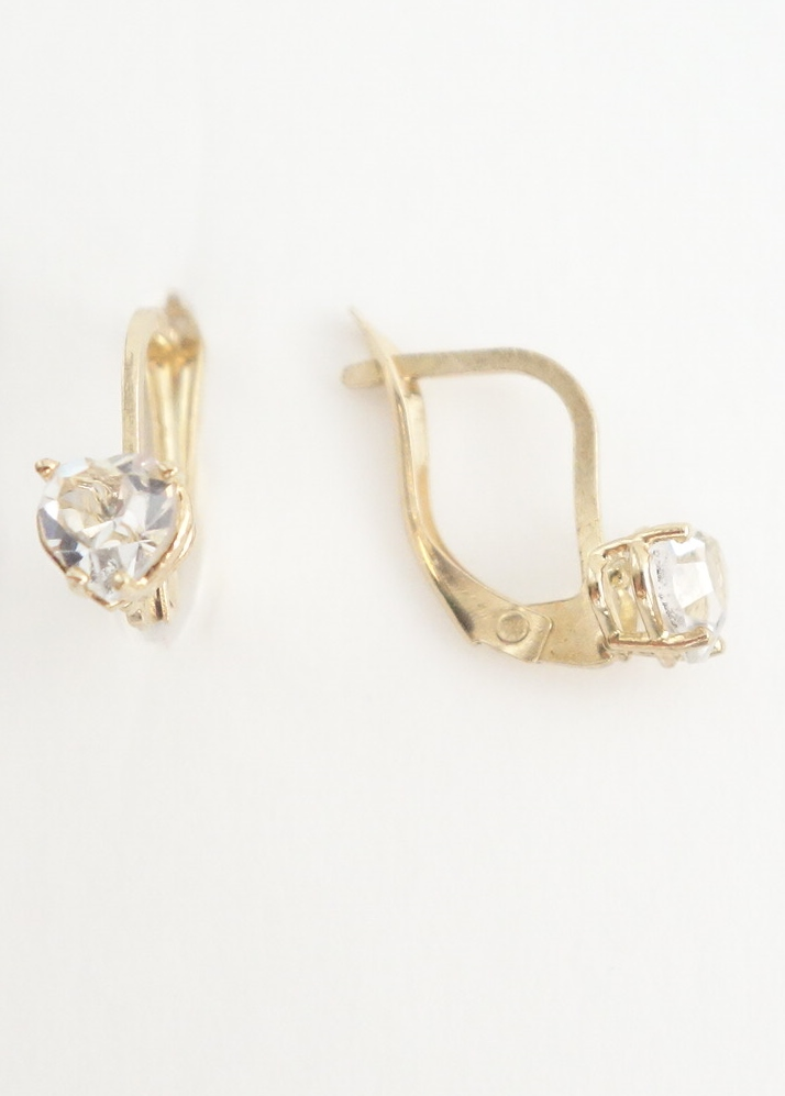 10k earrings with heart shaped white stones side view