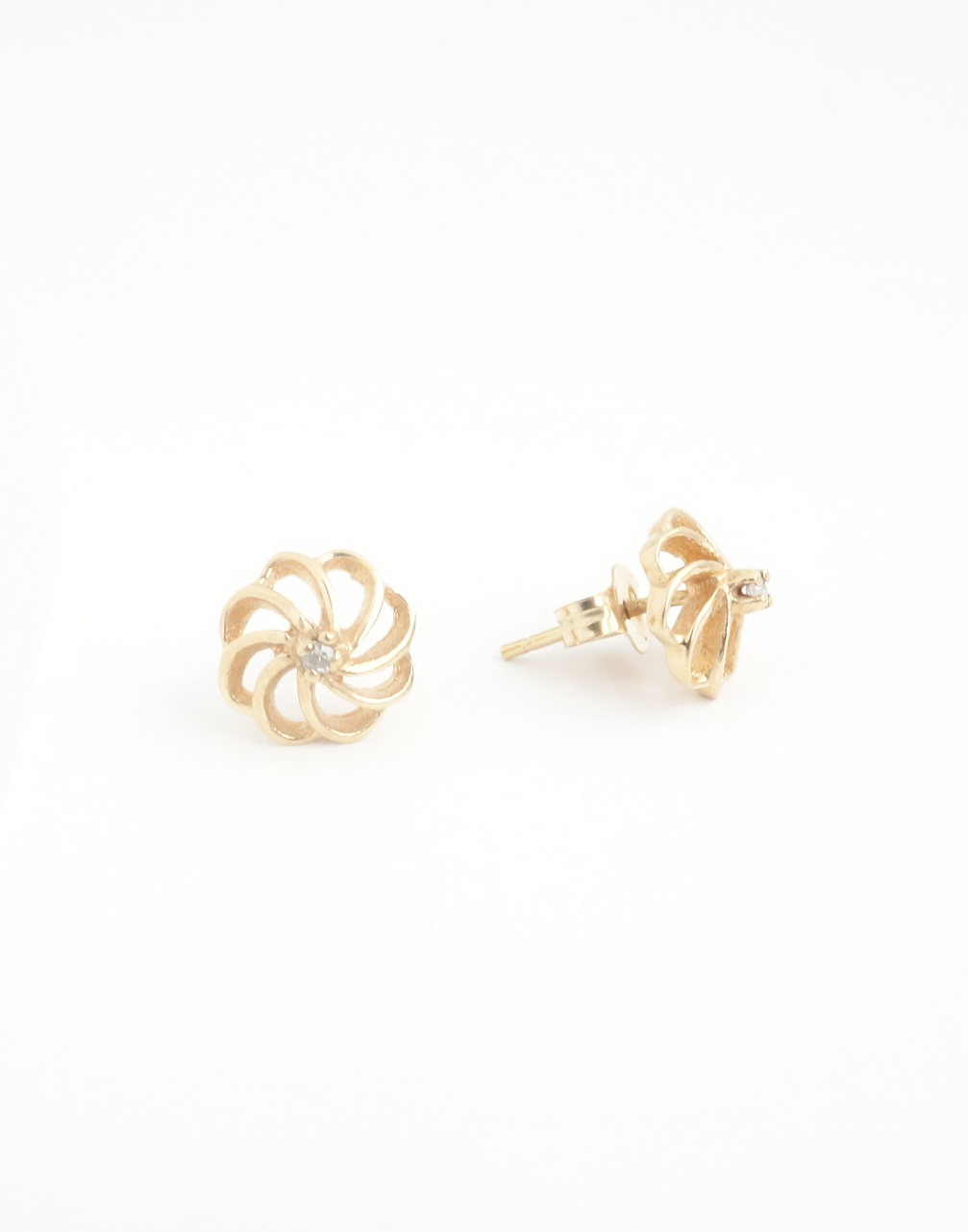 10k stud earrings with diamonds side view