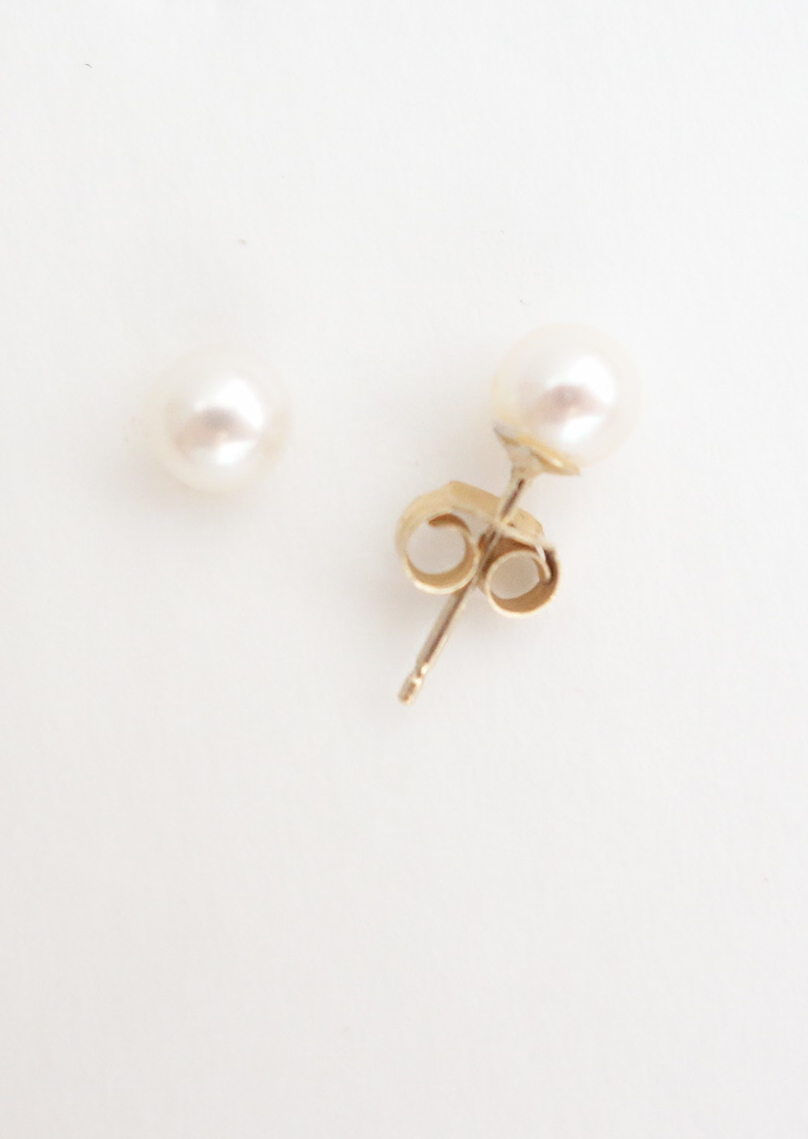 14k pearl earrings 5mm side view