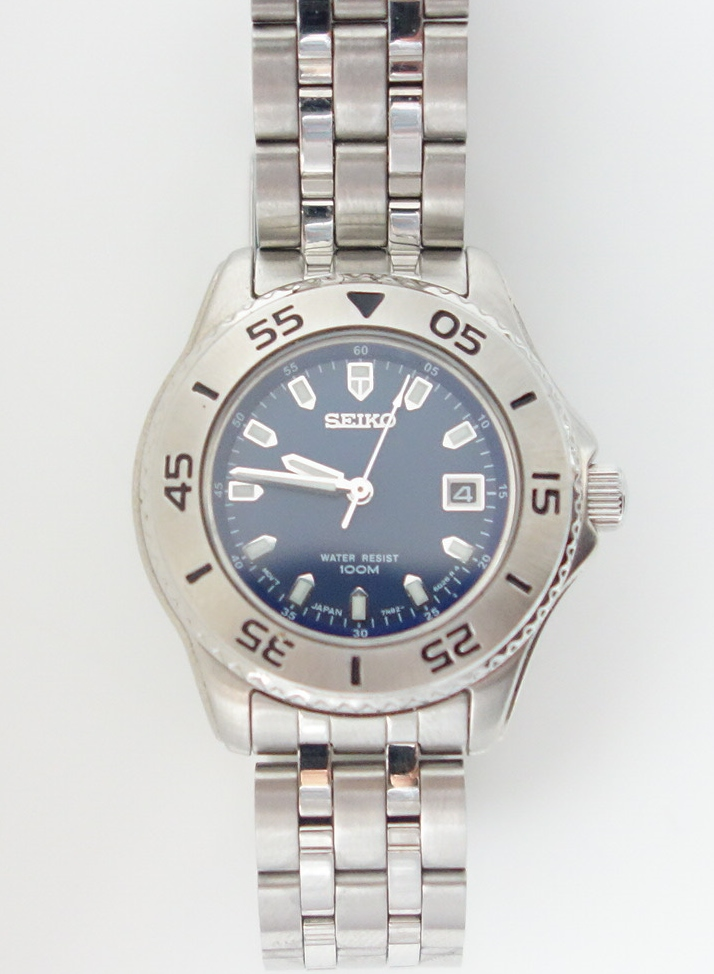 ladies seiko sports watch with blue dial
